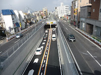陸橋から千代原口トンネルを見る。