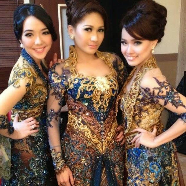 Foto Model Baju Kebaya Opera Van Java