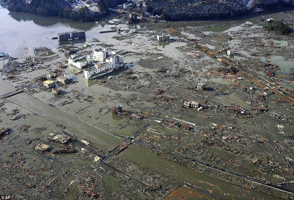 http://1.bp.blogspot.com/-IuXKbYTItqw/TX5ypwiVAmI/AAAAAAAAF0U/DUtxml2Ka60/s1600/Earthquake%2BTsunami%2B-%2BJapan-31.jpg