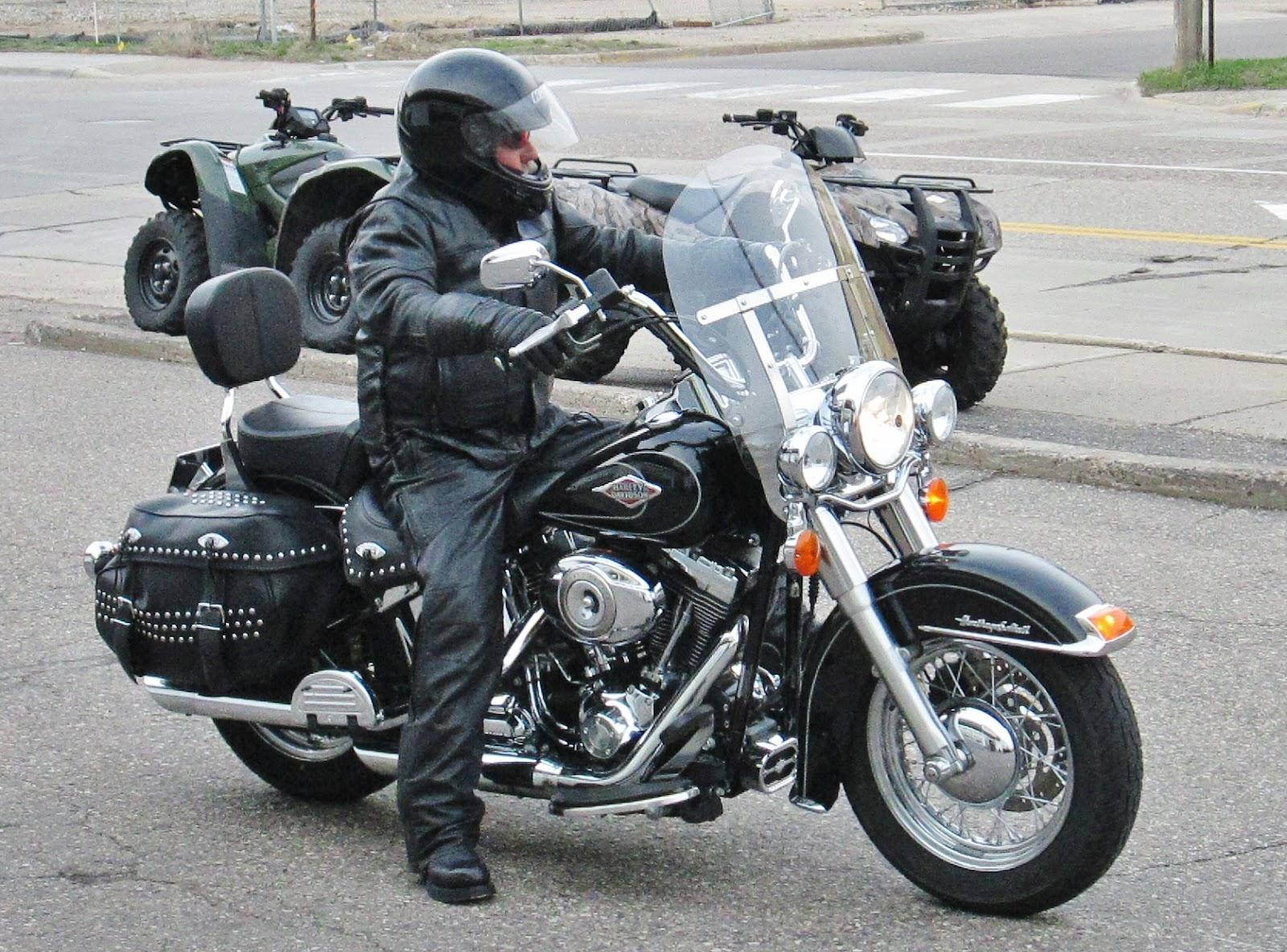 Eaglerider Motorcycle Rental Minneapolis St Paul Minnesota Harley Davidson Heritage Softail Clic Week End