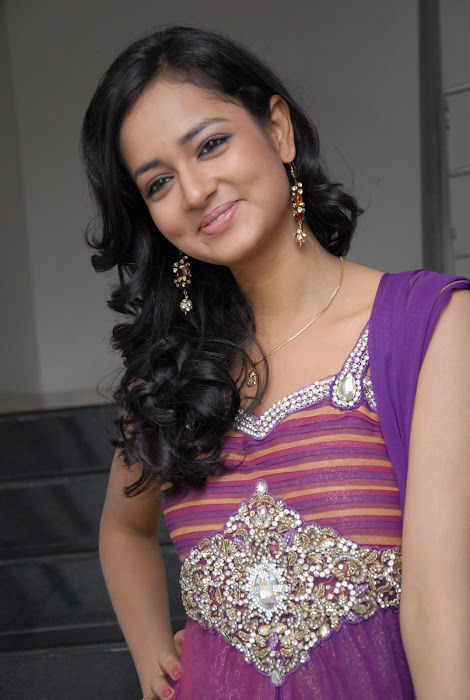 shanvi new hq latest photos