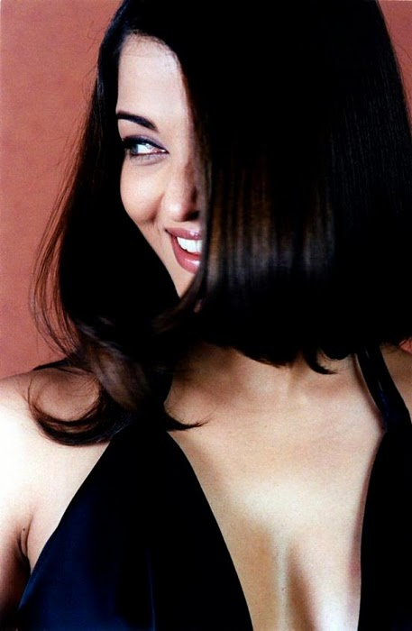Aishwarya Rai In Black Dress Sexy Photos
