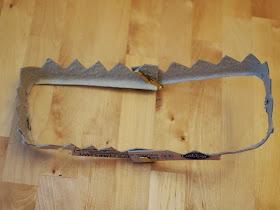 make shark/alligator/dinosaur teeth from egg cartons
