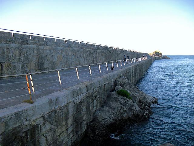 Dique La Barra en San Vicente de la Barquera