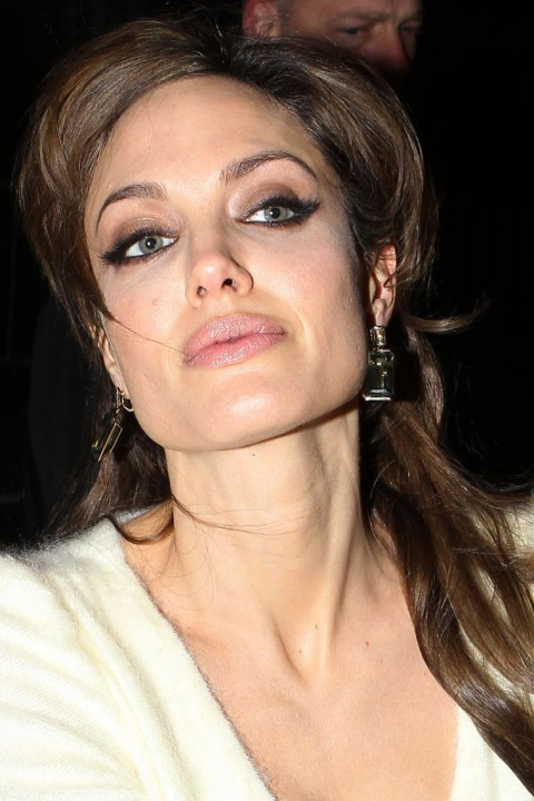 http://1.bp.blogspot.com/-IvGwfGPjocQ/Tc9ei2qFsaI/AAAAAAAAOhc/EYIqfjkXMow/s1600/1207-angelina-jolie-johnny-depp-02-480x720.jpg