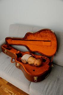Gratis gambar wallpaper bayi dan gitar