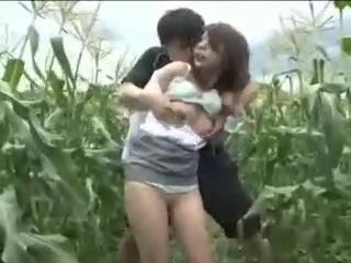 Bokep pemerkosaan | diperkosa di kebun jagung | Innocent Woman abducted in a corn field