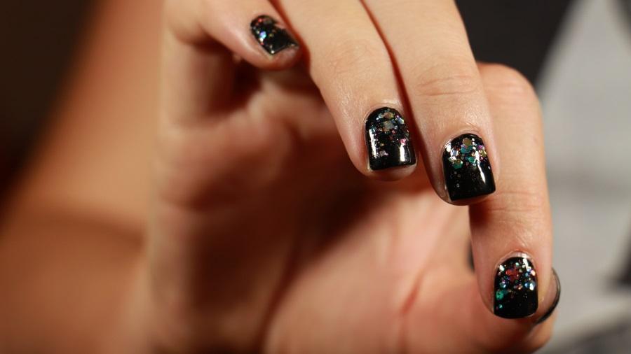 manucure bijou noire