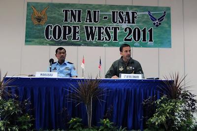Foto Misi Pertama Latma Cope West 2011 Penerjunan 22 Prajurit TNI-AU
