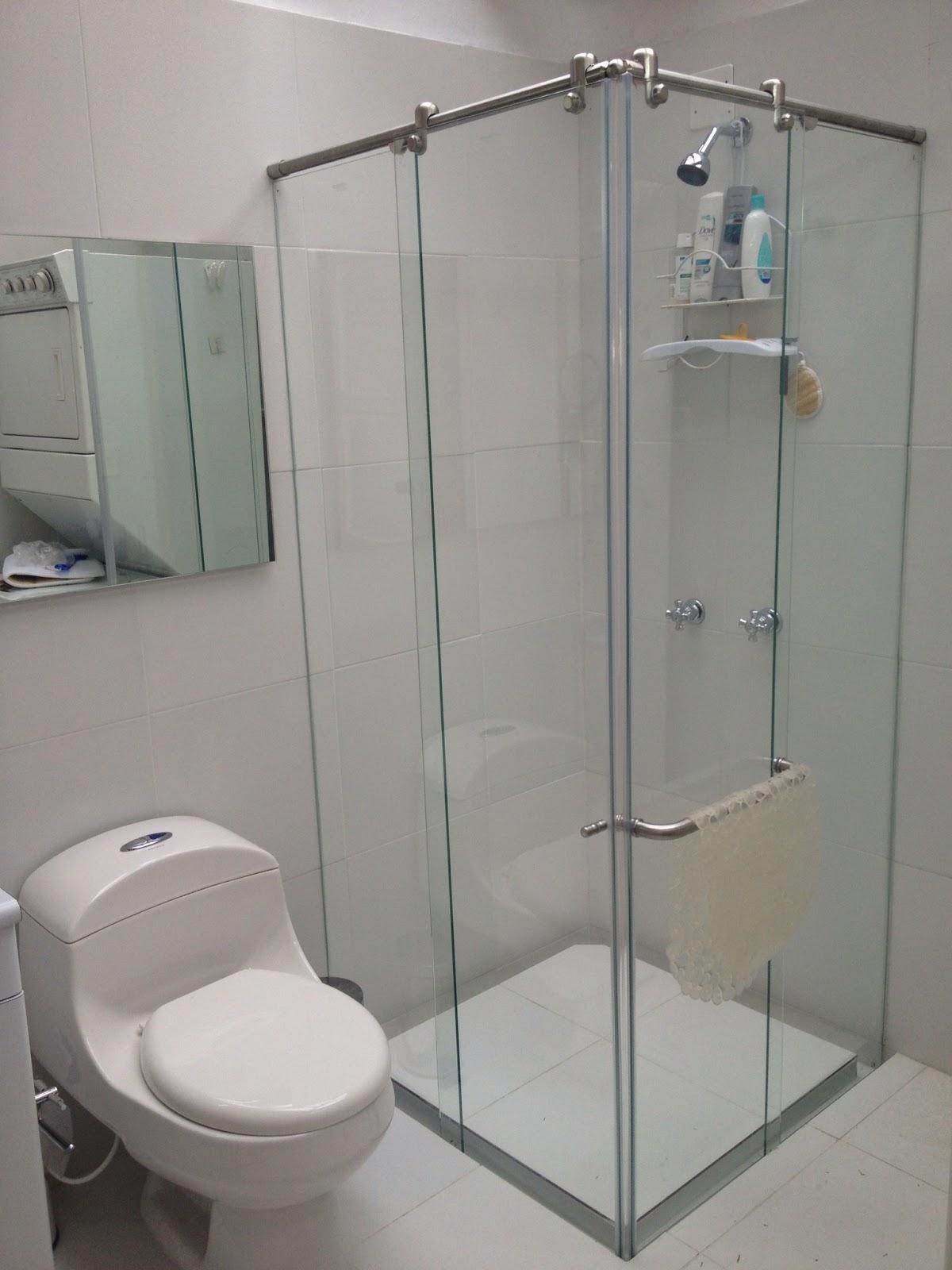 Cabinas De Baño Decoradas:PUERTAS EN VIDRIO – REFLECTA: Divisiones de bano o Mamparas de bano