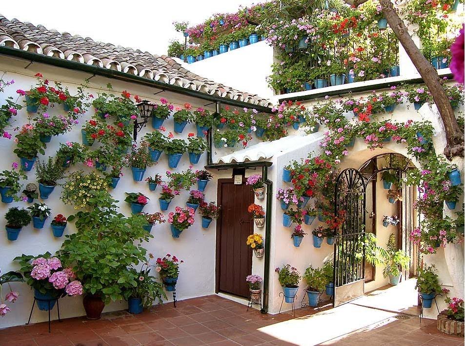 Granada secreta en casa madre del ave mar a granada luz color y literatura - Azulejos patio andaluz ...