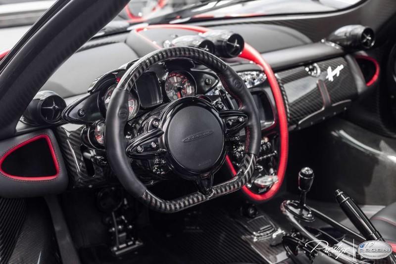 Pagani Huayra  Black Black interior US spec 76050