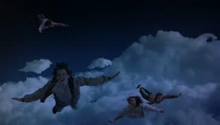 Solo los necios sueñan con lo que nunca tendran...claro que, soñar es gratis...