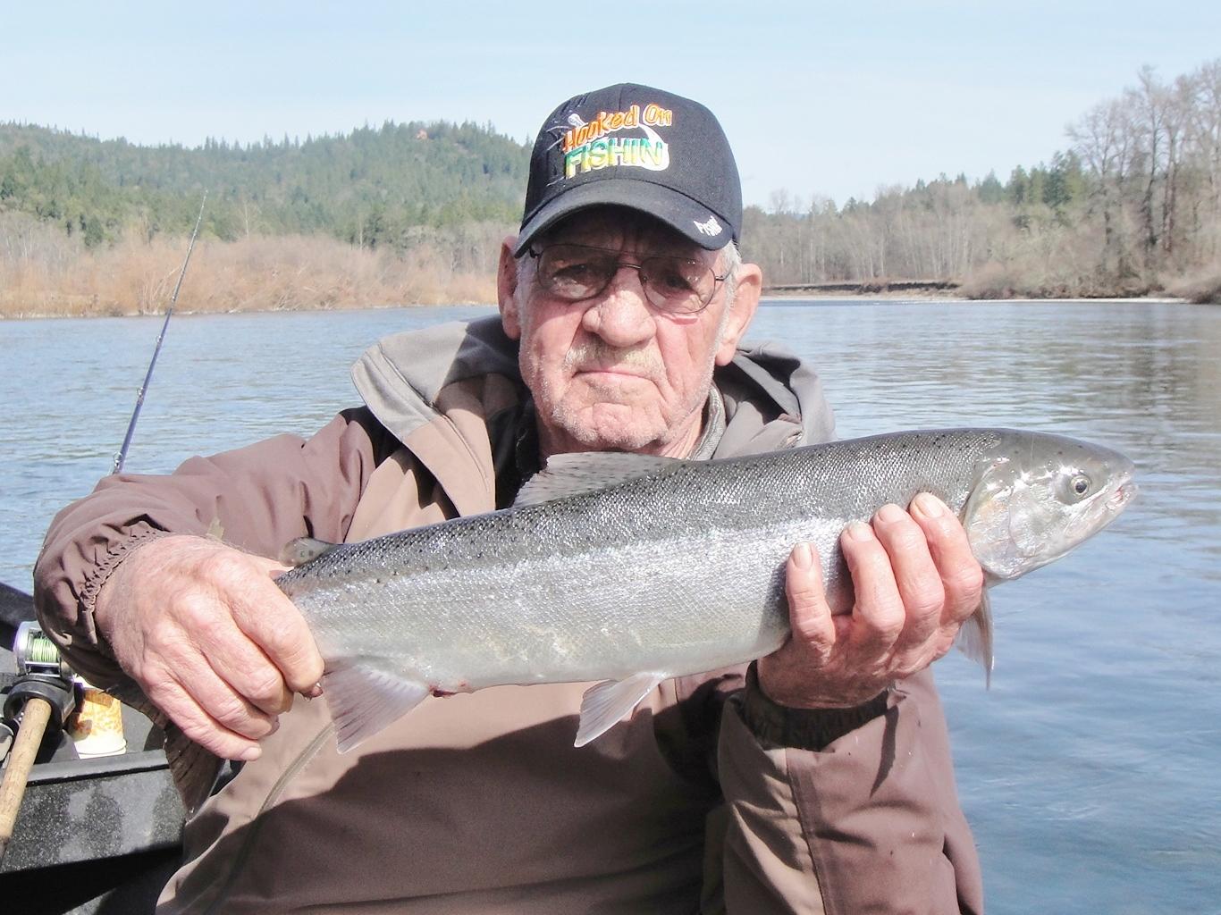 Rogue river guide 39 s fishing report rogue river fishing for Rogue river fishing guides