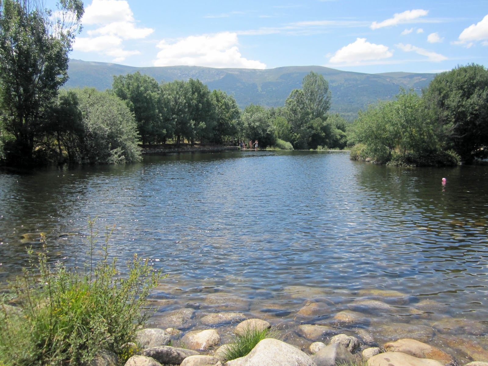 Los viajes de daniela las presillas rascafr a madrid for Las presillas piscinas naturales