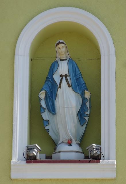 Figura Matki Boskiej w kamienicy przy Grochowej 2