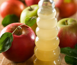 Apple vinegar is extracted from apple juice and is fermented to hard apple cider. And is a completely natural product.and appel vingeagr is one of the secrets for weight loss.