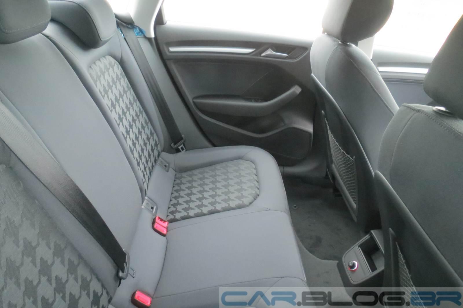 Audi A3 Sedan Attraction - interior - espaço traseiro