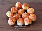 Pogácsa recept ( Sári-féle ), karácsonyi és húsvéti süti, sajtos és köménymagos sós sütemény.