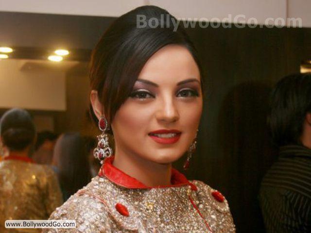 SadiaKhanImaan - Pretty Sadia Khan
