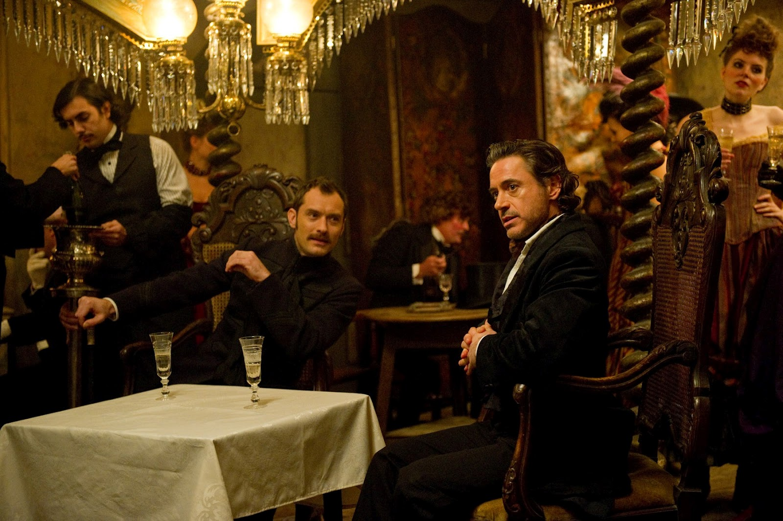 http://1.bp.blogspot.com/-IyEimshuqQY/T_F8amF3I-I/AAAAAAAABwo/F9dcpPacM1A/s1600/Sherlock-Holmes-A-Game-of-Shadows-image-Robert-Downey-Jr-Jude-Law-1.jpg