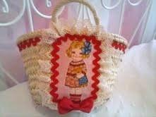 cesta de mimbre para niña decorada