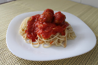 Espaguetis con albóndigas