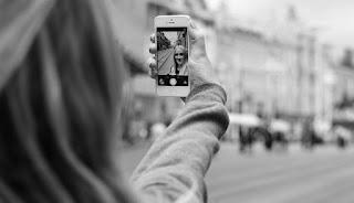 Yang Harus Anda Lakukan Jika Teman Online Minta Foto Topless