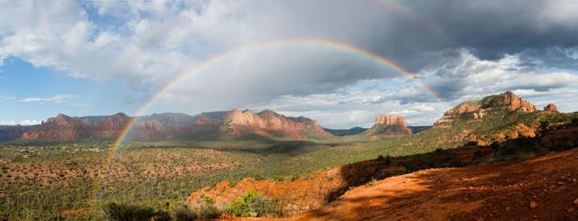 Pelangi Yang Indah di Pendakian di Sedona Arizona Amerika Serikat
