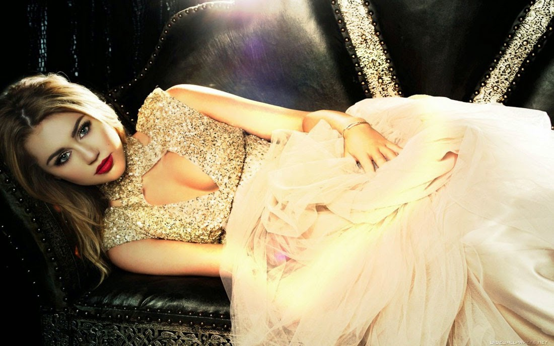 Miley Cyrus Beautiful Golden Dress Wallpaper