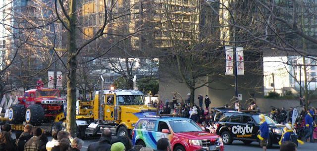 Santa Claus Parade, Vancouver, 2011, media cars
