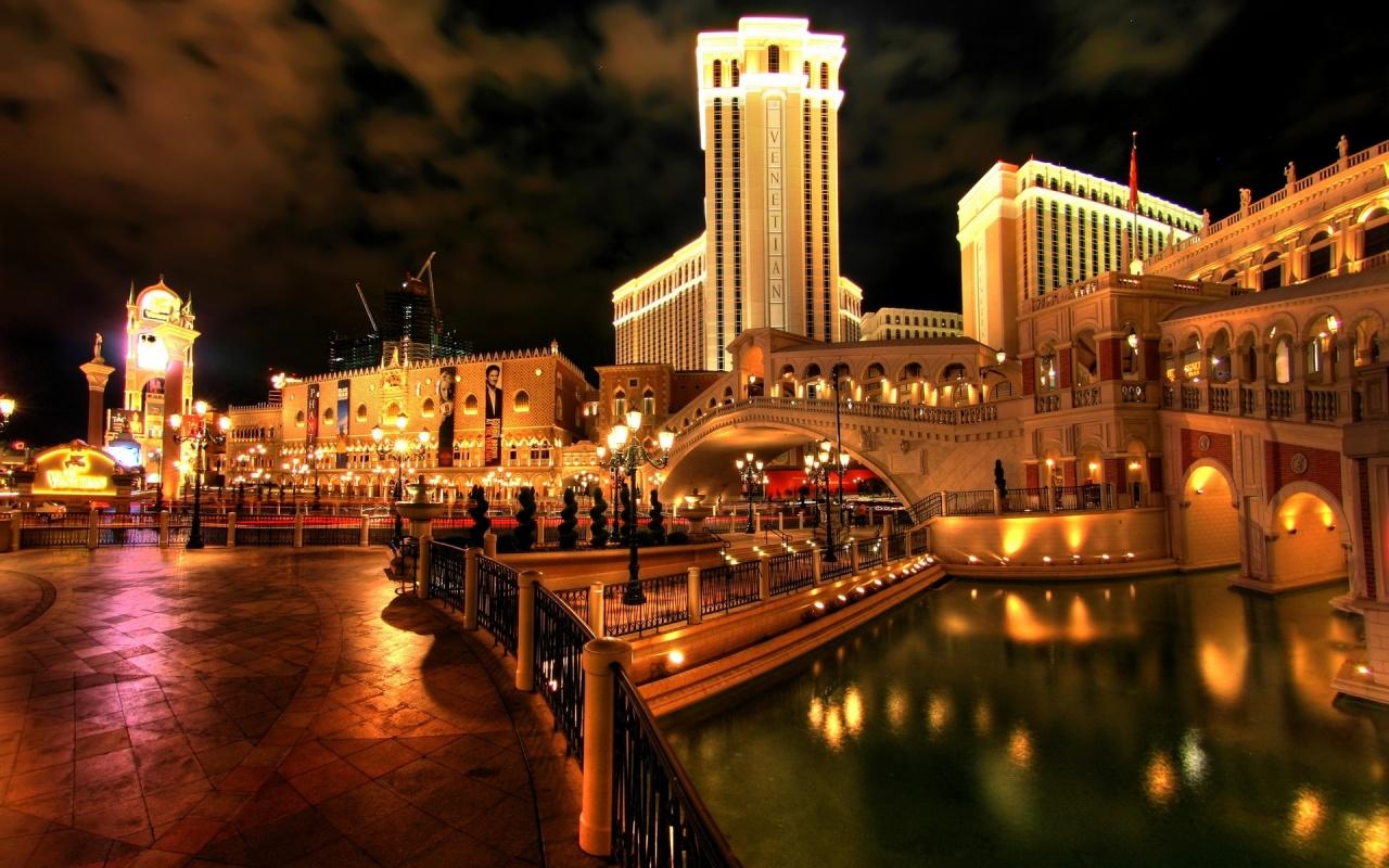 http://1.bp.blogspot.com/-IzdF5Ui2kKI/UMAhMIwS1cI/AAAAAAAAGkk/znj52lBet0w/s1600/Venetian+Resort+Hotel+Casino+Las+Vegas.jpg