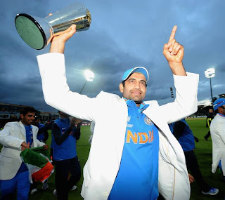 Irfan-Pathan-with-champions-Trophy-2013