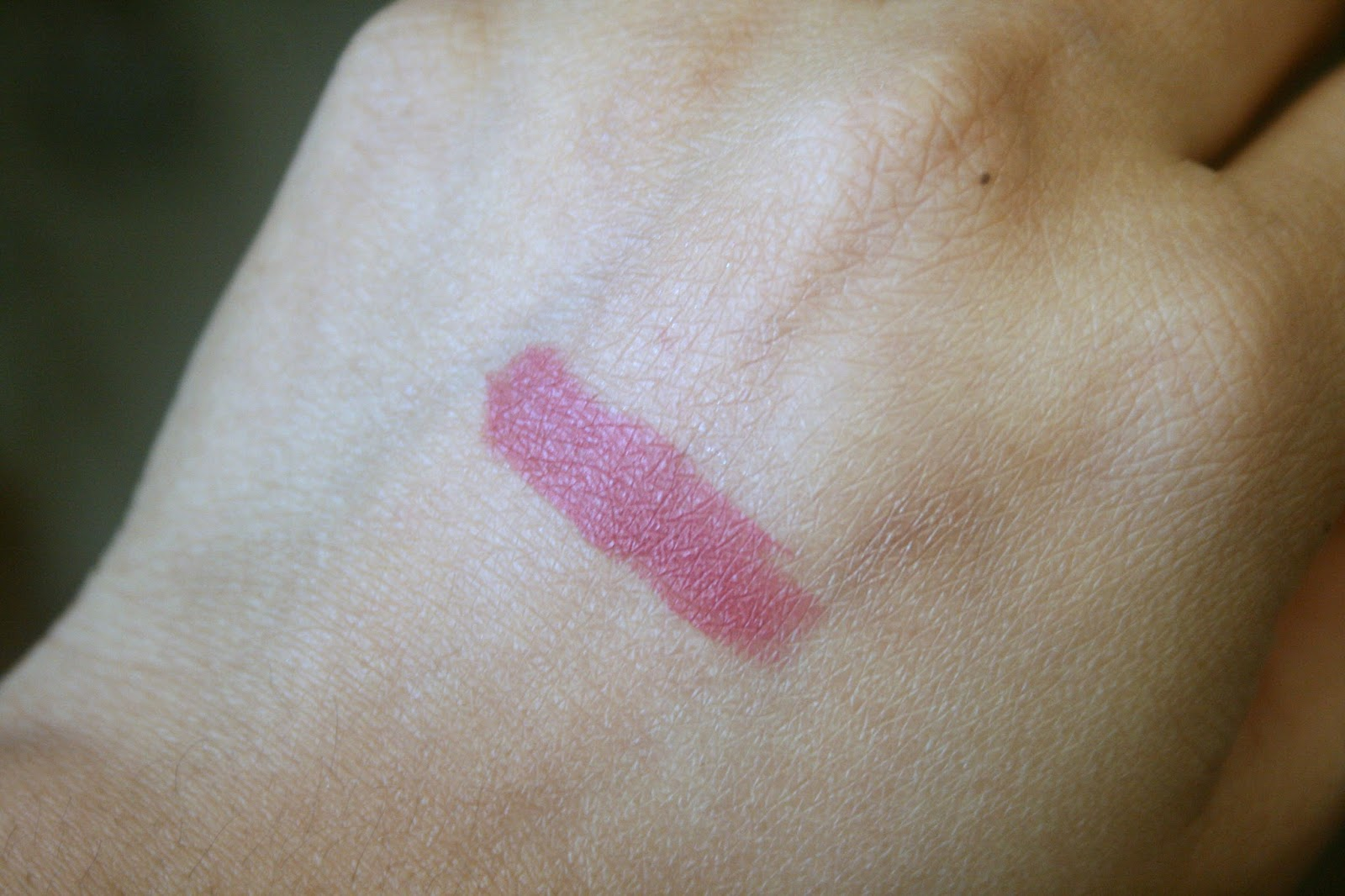 Marc Jacobs Beauty Le Marc Lip Creme in Kiss Kiss Bang Bang Swatch