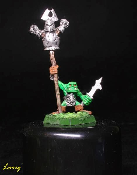 portaestandarte que es un goblin de RRD5 - Ruglud's Armoured Orcs - The Spike-Can Commandoes