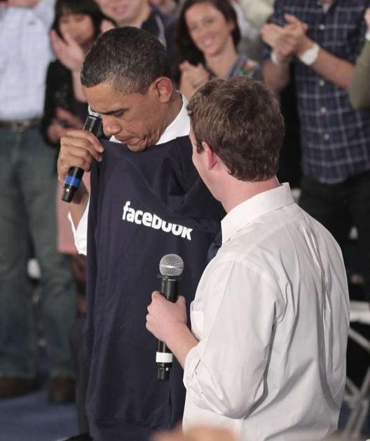 600ap zuckerbergobama11 062344 [UPDATE] Foto   Foto Kunjungan Barrack Obama Ke Kantor Pusat Facebook