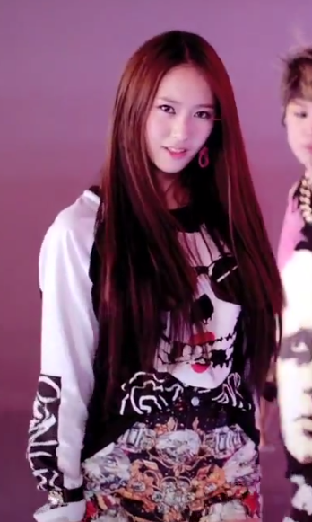 Krystal  Love your way to tuck in the front part of your top and let    Electric Shock Hair Fx