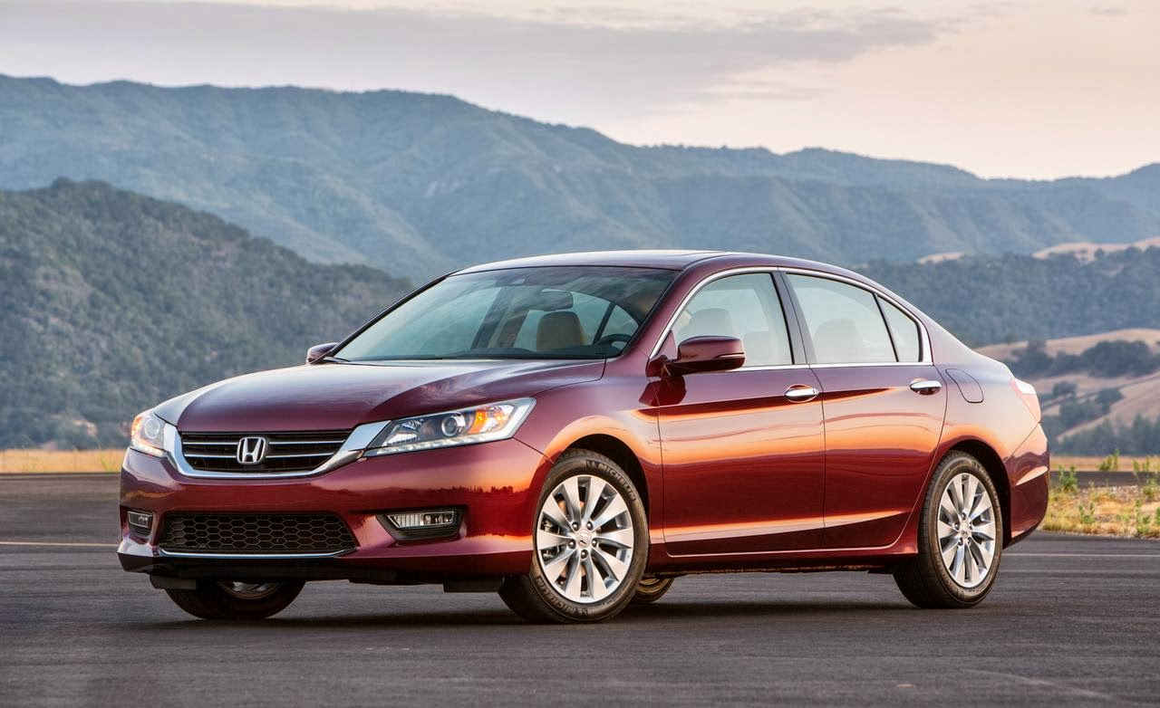 Front 3/4 view of 2014 Honda Accord EX-L