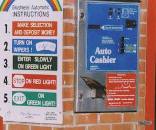 Passarinhos roubam dinheiro de Máquina de lavar carros