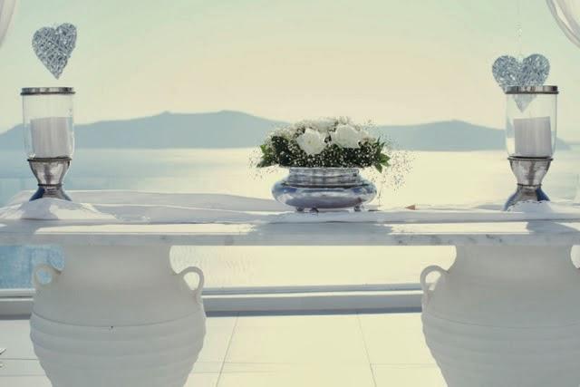 Una Boda Blanca y Azul en Santorini.