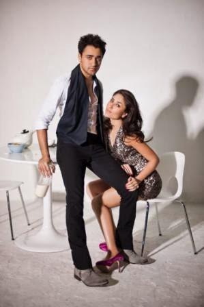 Hot Sexy Kareena Kapoor Khan Goes topless for photoshoot malfunction pics