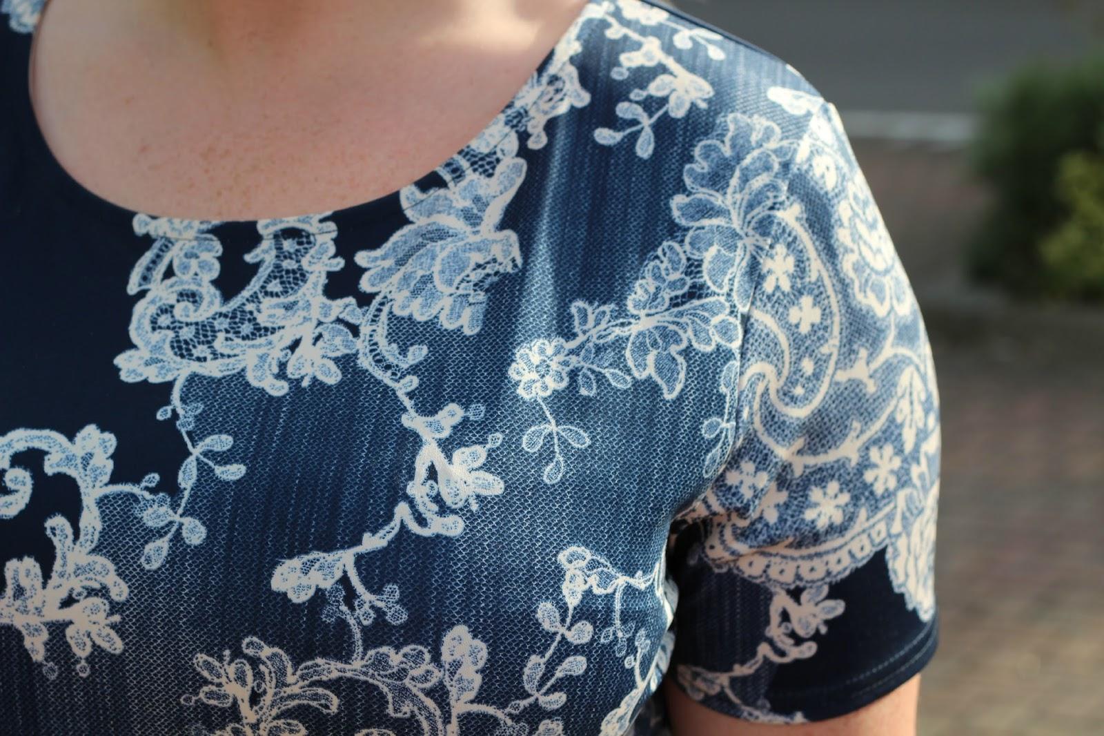 Boohoo brooke china blue paisley shift dress, navy white lace,