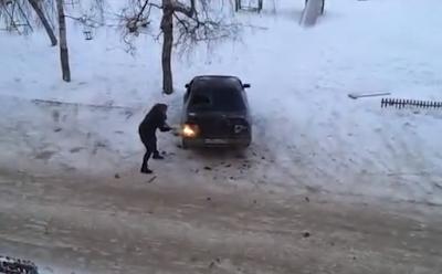 Ρωσίδα σε έξαλλη κατάσταση κάνει γυαλιά καρφιά το αμάξι του πρώην της