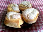 Habos kókuszos tekercs és muffin.