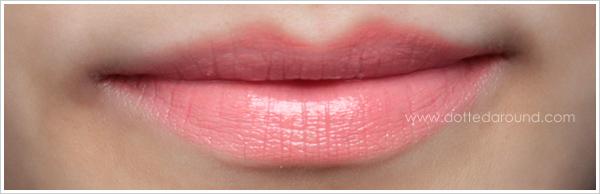 MAC Kissable Lipcolour So Vain swatches lips NC15