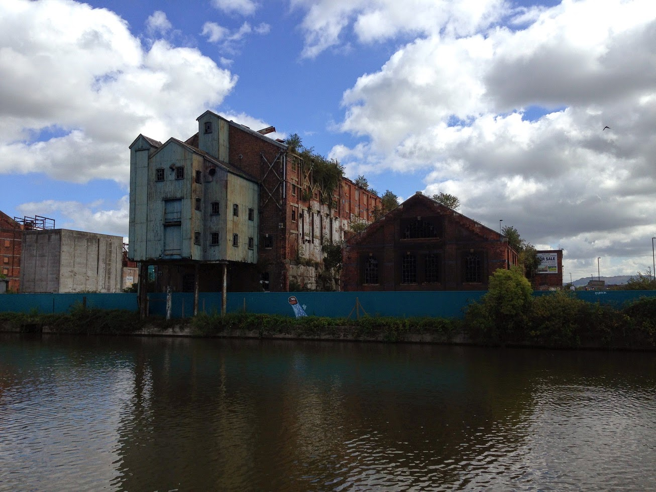 Abandoned building, Gloucester Docks