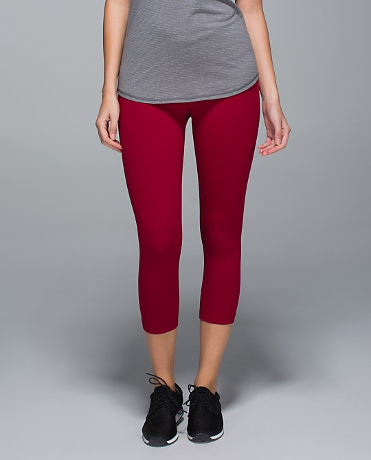 lululemon cranberry wunder under crop