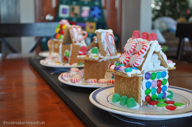 Gingerbread house snow (glue) - the colored door