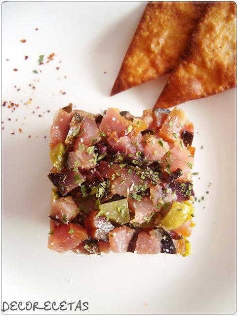 Tartar de Mojama de atún con triángulos de maíz