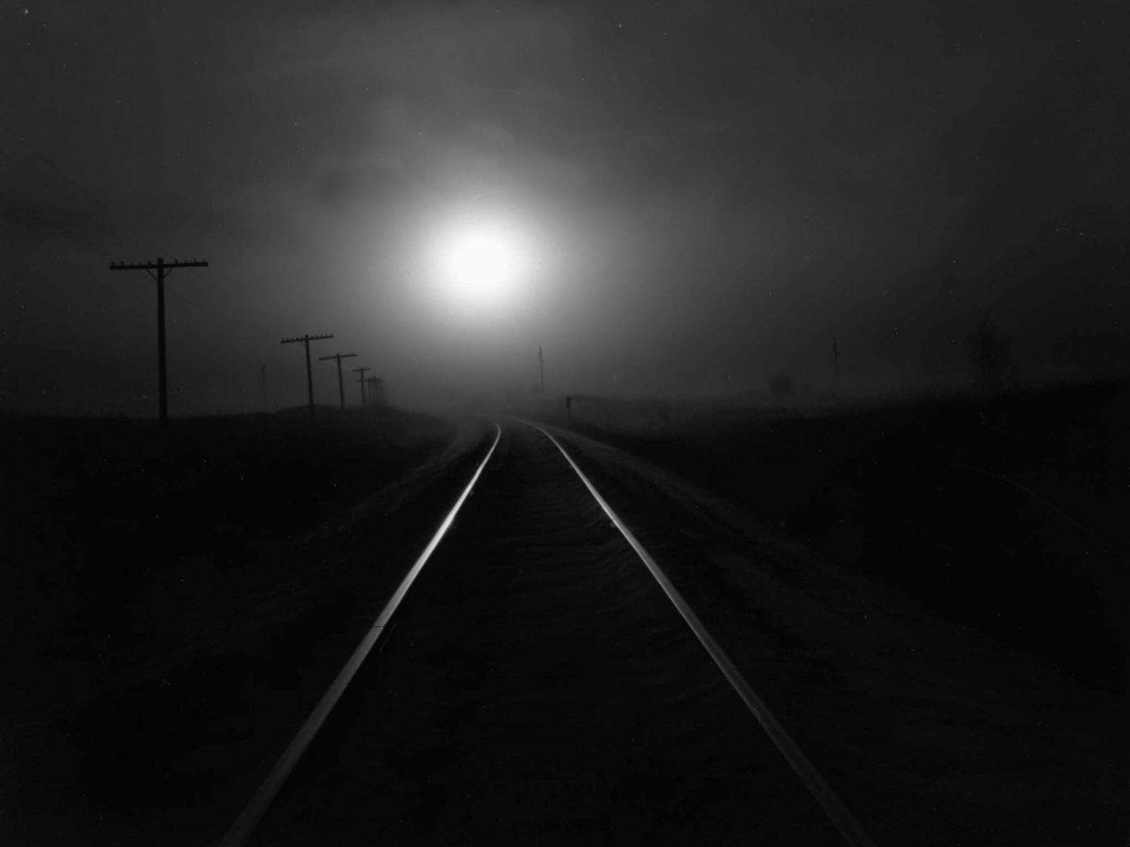 http://1.bp.blogspot.com/-J1Xo8qOTl1s/TkW_llqKk-I/AAAAAAAAATY/qSs0I6fVYr4/s1600/Dark+Railway-266626-908764.jpg